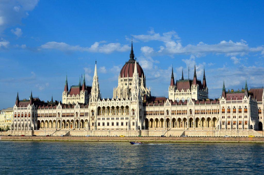 Budapest-parlamento-pragara viena y budapest-tuviajedegrupo.