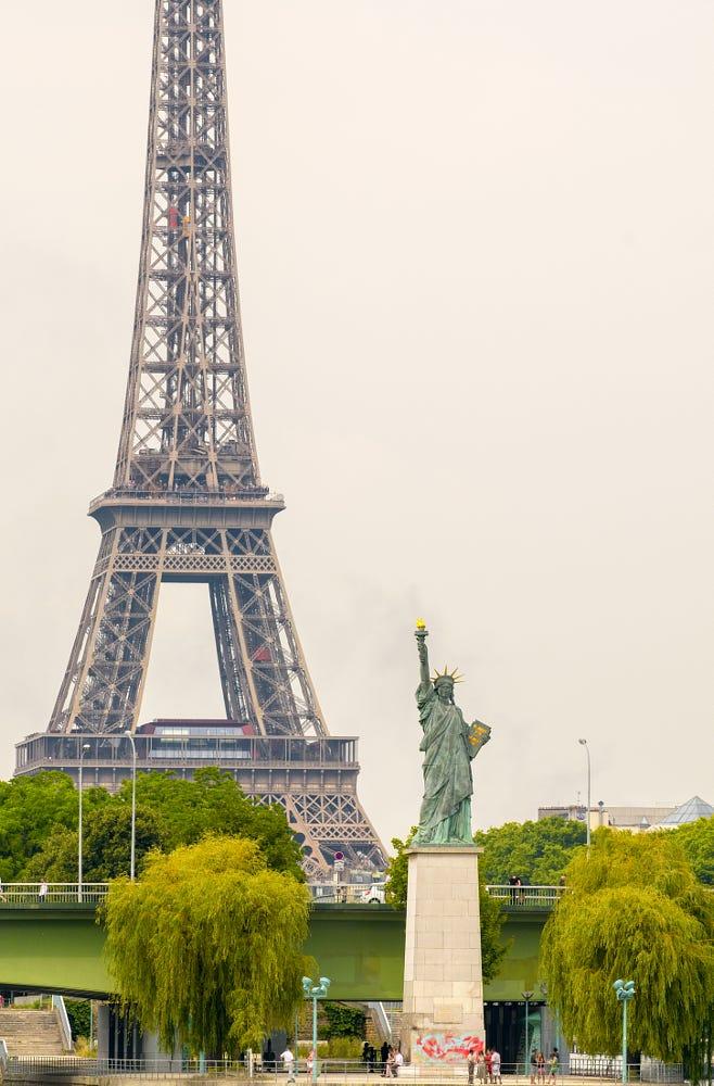 estatua de la libertad-paris-francia-tuviajedegrupo